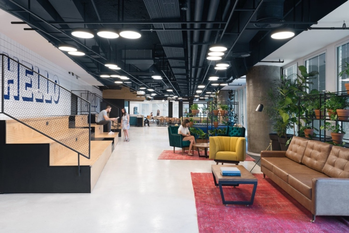 Each core has a kitchen, a large conference room and a number of meeting  rooms   areas of different sizes. In order to maximize different types of  social ... 5e25e7cb3391