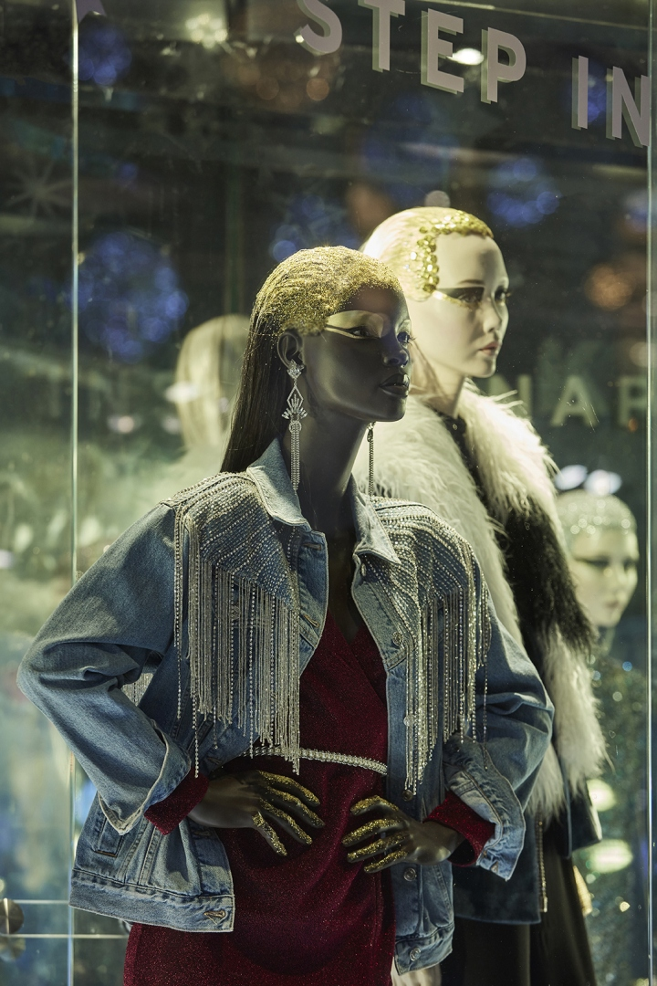 """0004e1958b04 Make it Snow"""" window installation for Topshop by Lucky Fox"""