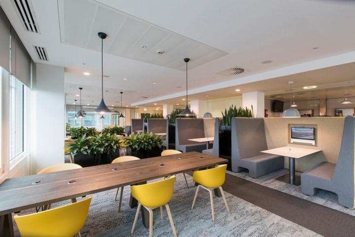 Aspen insurance office by mansfield monk london england for Retail design companies london