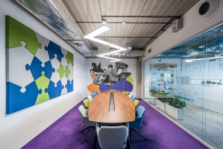 e3cbce52e6457 The new headquarters of the OLX Group, which employs about 300 people,  covers the space of almost 4,700 m2. The spacious, colorful office that  puts you in a ...