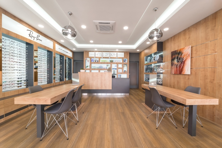 The space is wrapped in oakwood and it s brightly illuminated providing  warm and cosy ambiance. In order to maintain the airy atmosphere the  furnishing was ... 8894eb01e3
