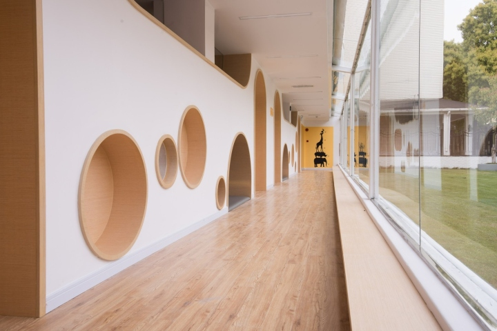... Design Lab Has Recently Finished The Design Of Early Education Center  Beside The Horse Farm. A Soft Inner Boundary Indistinctly Penetrates  Through The ...