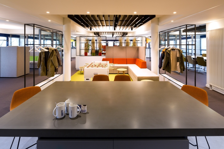 Unity office by kitzig interior design b ren germany for Kitzig interior
