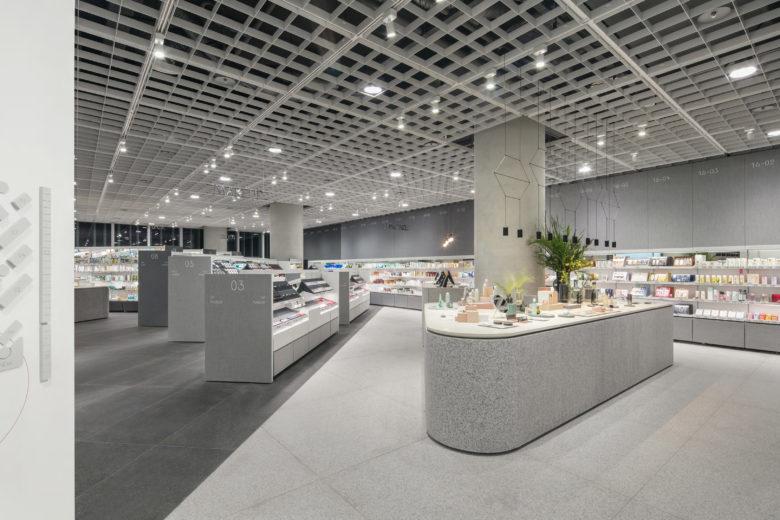 化妆品店设计成美容图书馆,有知识更美?